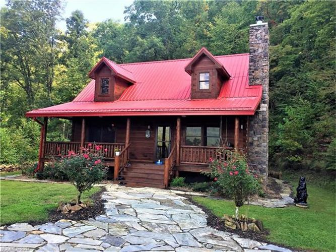 125 Bear Hug Way, Sylva, NC 28779