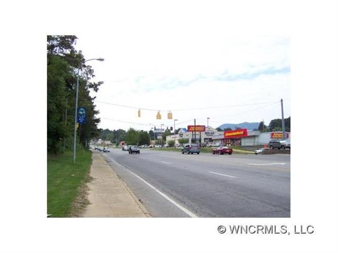 000 New Clyde Highway, Canton, NC 28716