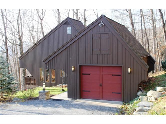 391 Falcon Loop East, Rochester, VT 05767