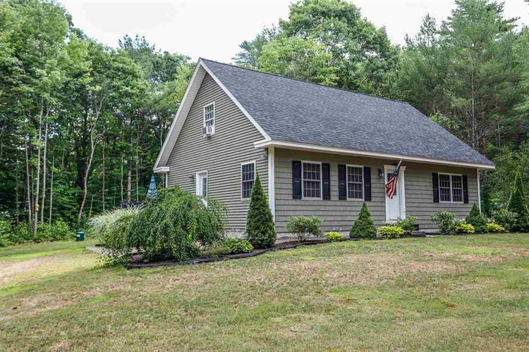 9 Birdrunner Road, New Hampton, NH 03256
