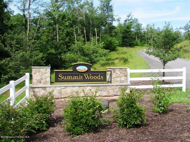 L84 Summit Woods Rd, Roaring Brook Twp, PA 18444