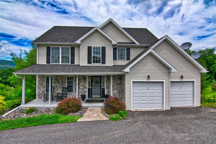 24 Emerald Dr, Throop, PA 18512