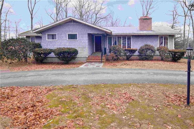 19 Golden View DR, Johnston, RI 02919
