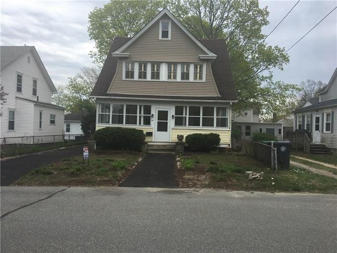 32 Royal AV, Warwick, RI 02889