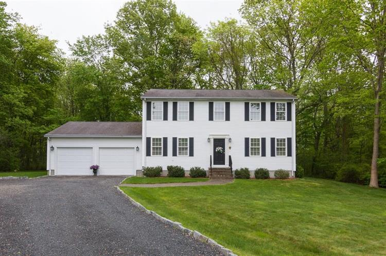 28 Brookfield DR, West Warwick, RI 02893