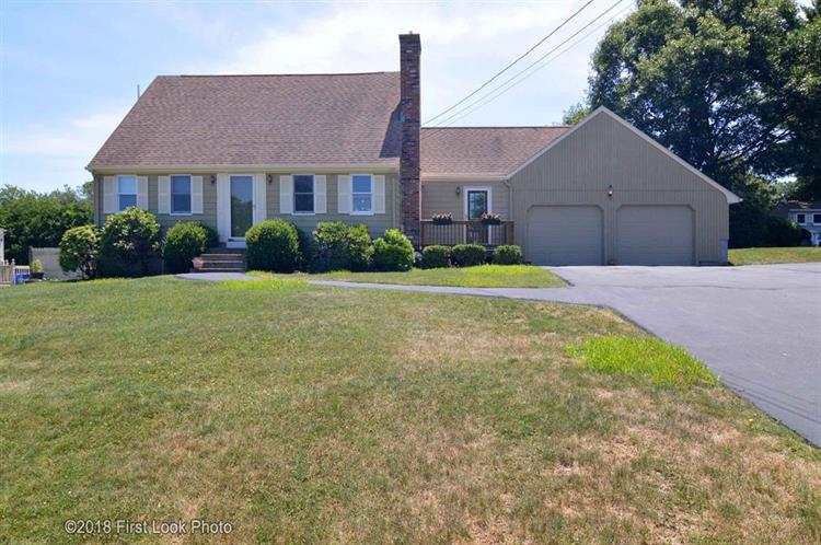6 Pine Crest DR, Johnston, RI 02919