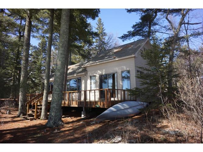 12762 State Point Road, Kabetogama, MN 56669
