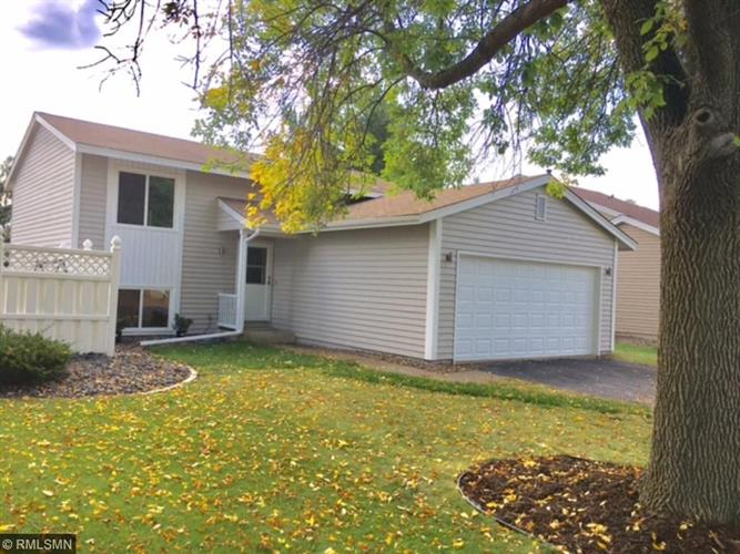 5534 Knoll Drive, Shoreview, MN 55126