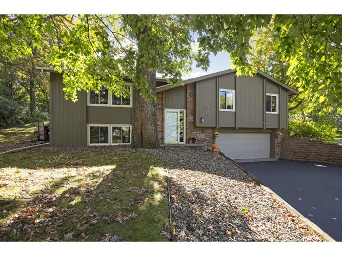 3301 Red Oak Circle S, Burnsville, MN 55337