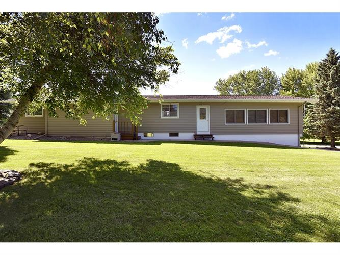 8992 Shields Lake Path, Faribault, MN 55021
