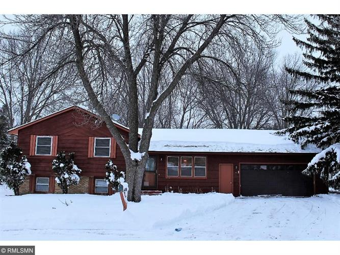 1712 James Court, North Mankato, MN 56003