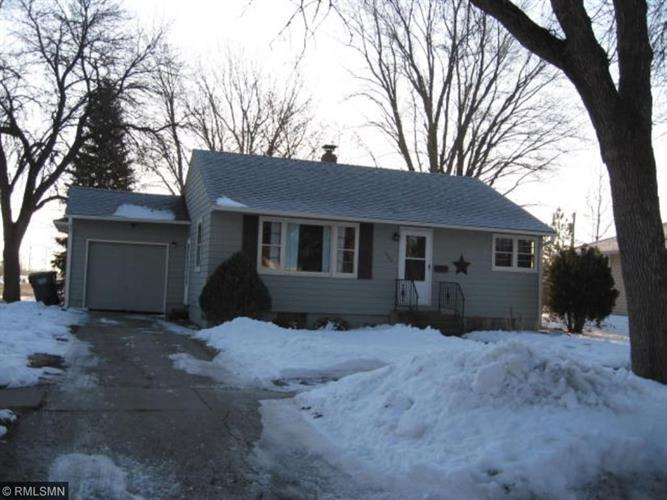 1622 Knight Avenue N, Glencoe, MN 55336