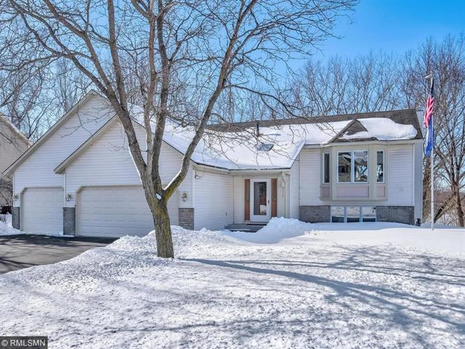9117 Hillside Trail S, Cottage Grove, MN 55016