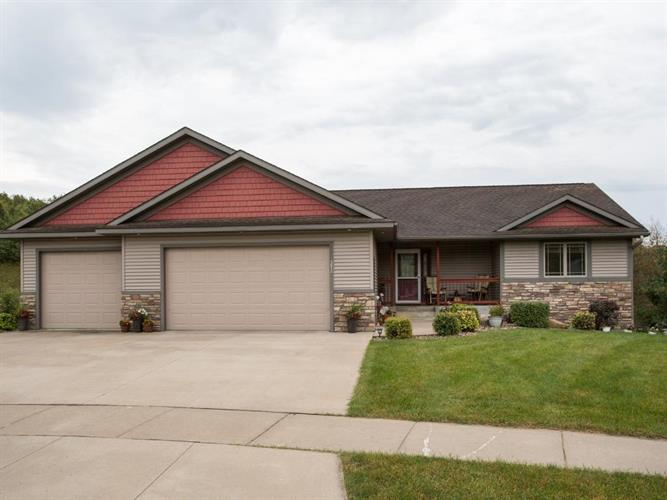 392 Eastview Court, River Falls, WI 54022