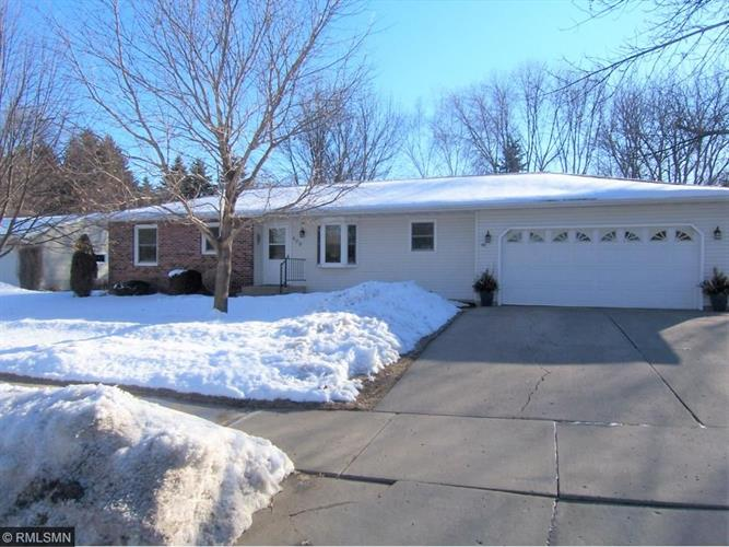 409 Stoney Point Road SW, Hutchinson, MN 55350