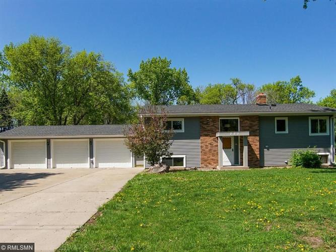 771 Gramsie Road, Shoreview, MN 55126