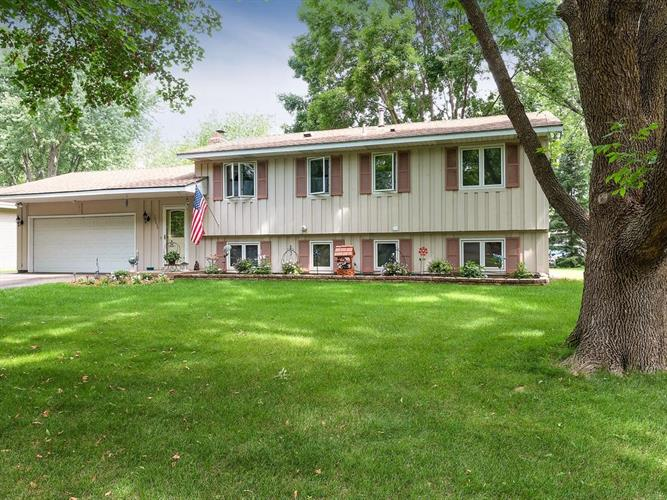 10650 105th Avenue N, Maple Grove, MN 55369