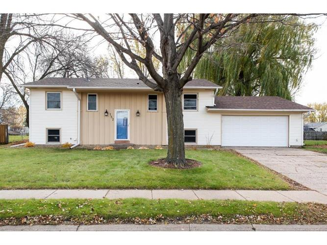 152 150th Street W, Apple Valley, MN 55124