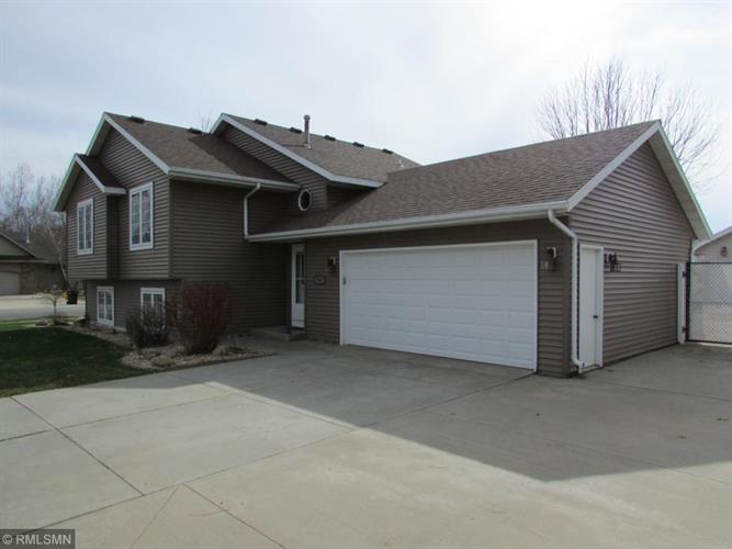707 Country Estate Court SE, Stewartville, MN 55976 - Image 1