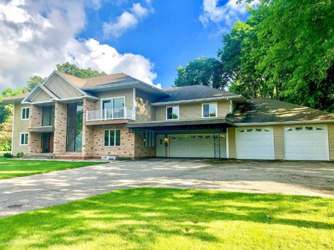 716 10th Avenue E, Alexandria, MN 56308 - Image 1