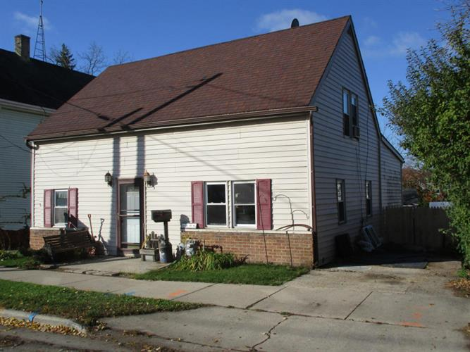 608 N 2nd St, Watertown, WI 53098