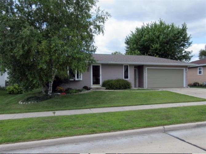 948 S 41st St, Manitowoc, WI 54220