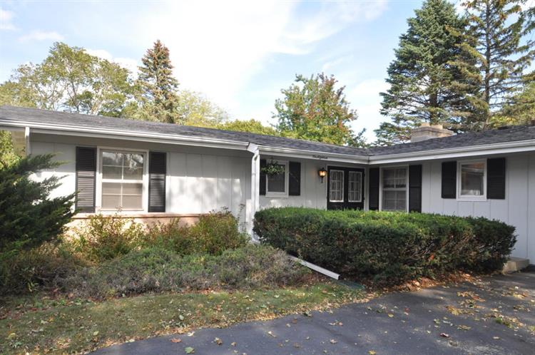 118 Sheffield Dr, Racine, WI 53402