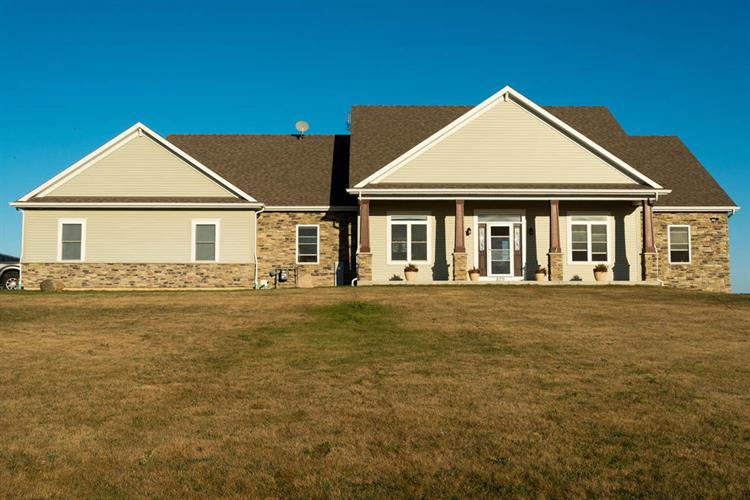 839 172nd Ave, Union Grove, WI 53182