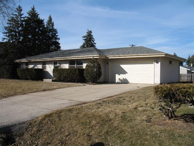 2202 Crown Point Dr, Racine, WI 53402