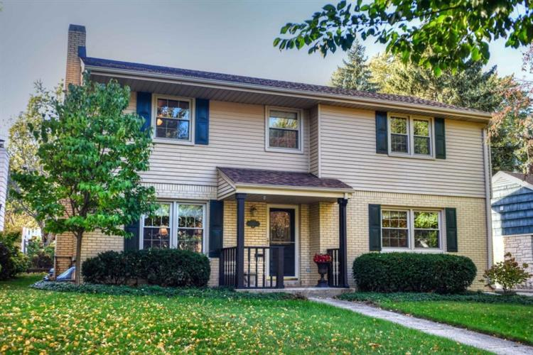 627 Elm Spring Ave, Wauwatosa, WI 53226