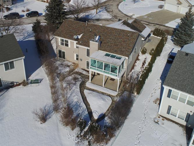 28707 Driftwood Ct, Waterford, WI 53185
