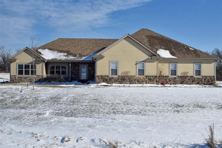 7900 Stone Creek Way, Caledonia, WI 53108