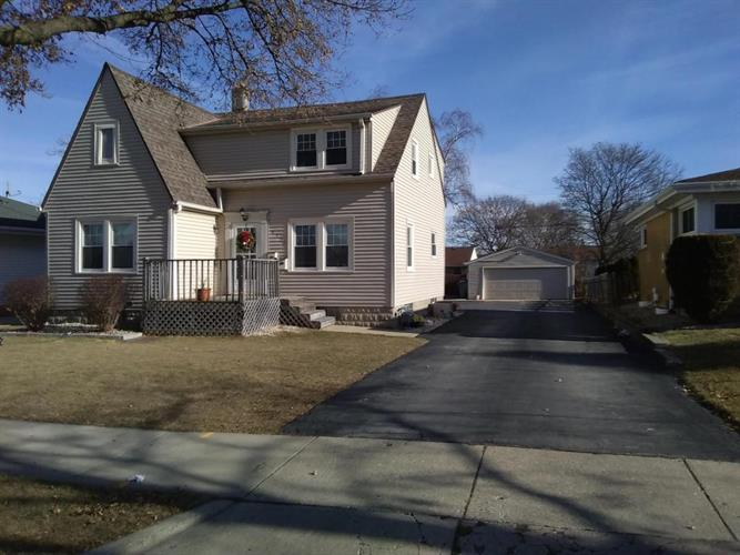 4758 S 25th St, Milwaukee, WI 53221