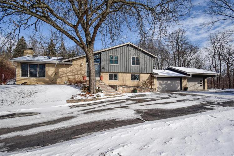 120 Avie Ct, Brookfield, WI 53045
