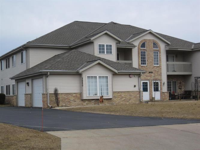 3620 E Barbara Ct, Oak Creek, WI 53154