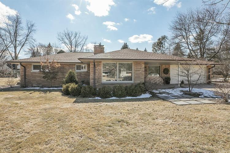 575 Rosedale Dr, Thiensville, WI 53092