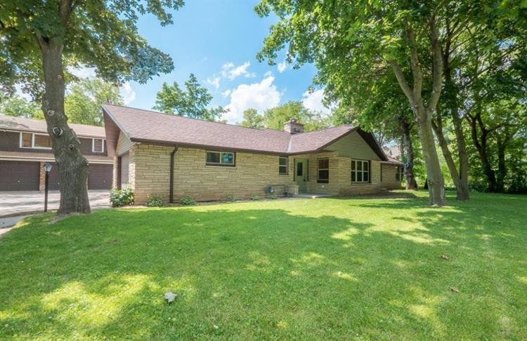 523 N Green Bay Rd, Thiensville, WI 53092