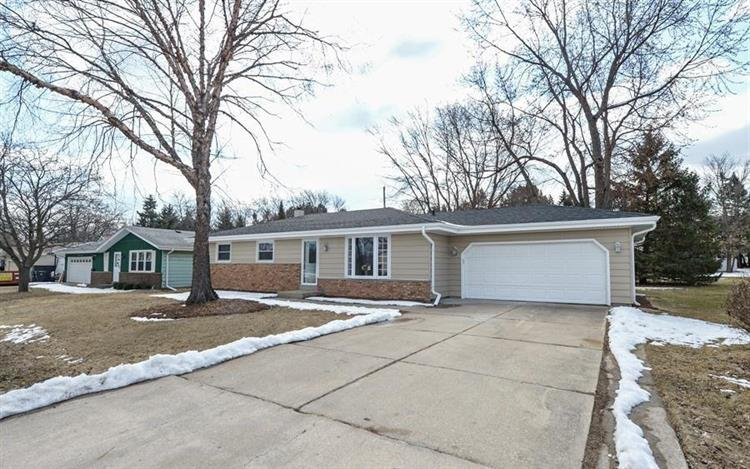 5649 Carriage Hills Dr, Racine, WI 53406