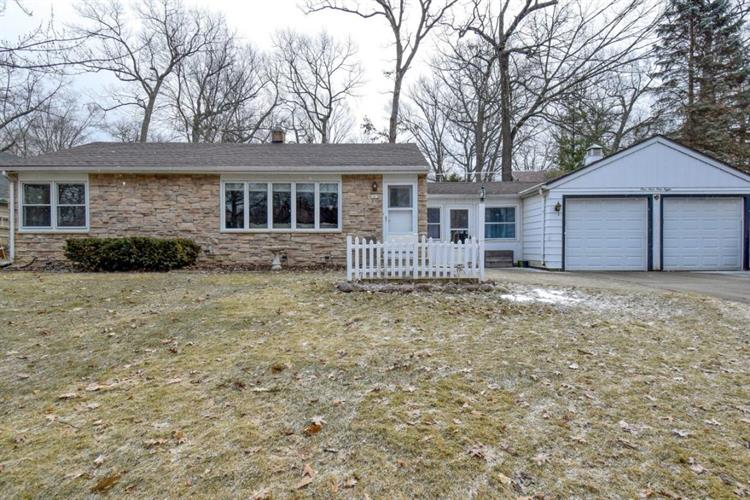 1418 N 123rd St, Wauwatosa, WI 53226