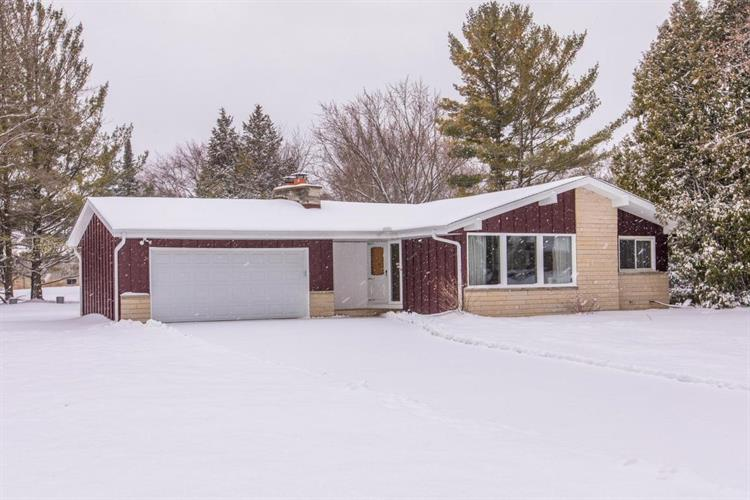 17525 Windemere Rd, Brookfield, WI 53045