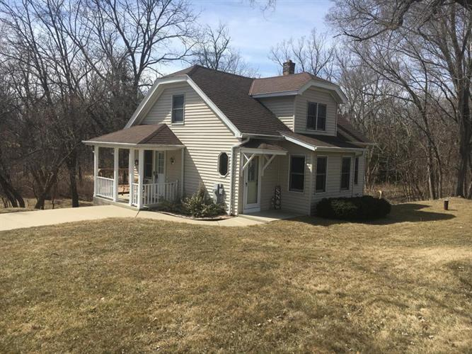 S63W18897 College Ave, Muskego, WI 53150