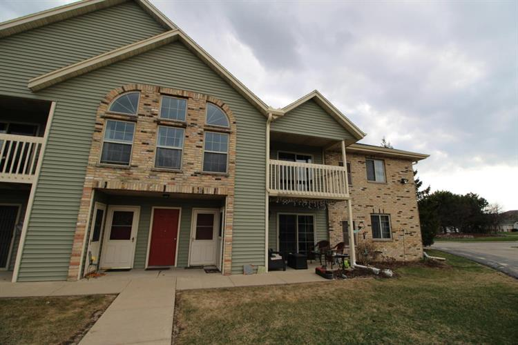 3650 E Barbara Ct, Oak Creek, WI 53154