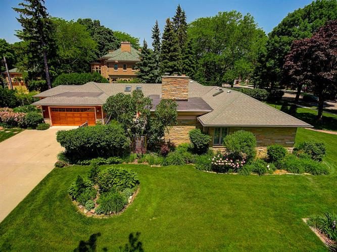 4201 N Lake DR, Shorewood, WI 53211