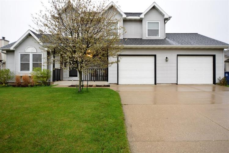 10420 S Mockingbird Ln, Oak Creek, WI 53154