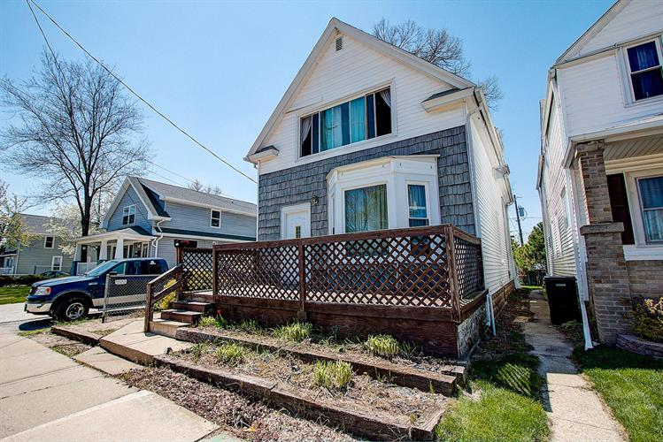 2418 Cleveland Pl, South Milwaukee, WI 53172