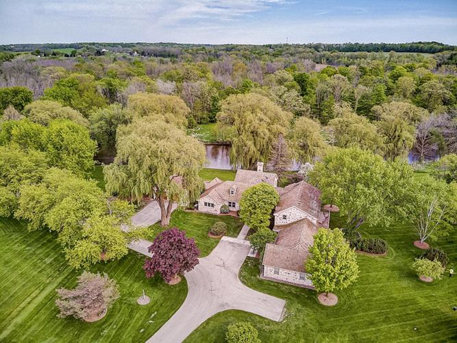 7455 Hickory Dr, Fredonia, WI 53021 - Image 1