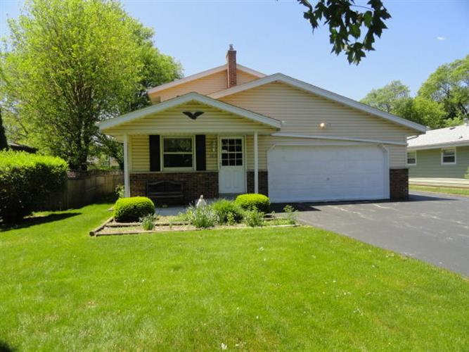 5939 S Honey Creek DR, Greenfield, WI 53221