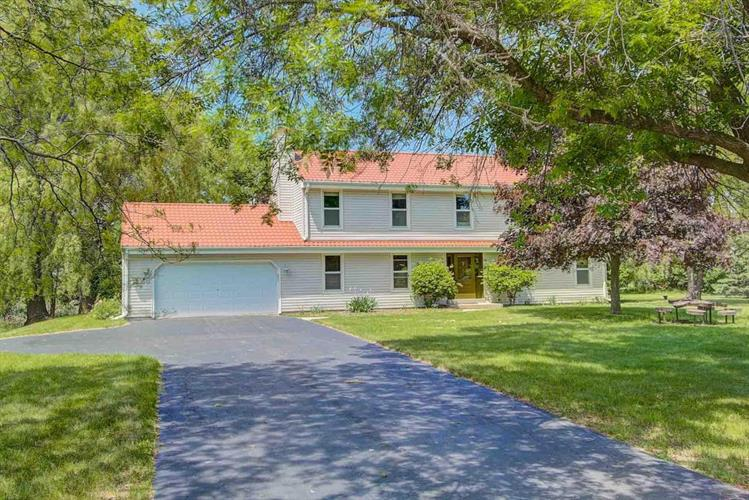 11603 N Lake Shore Dr, Mequon, WI 53092