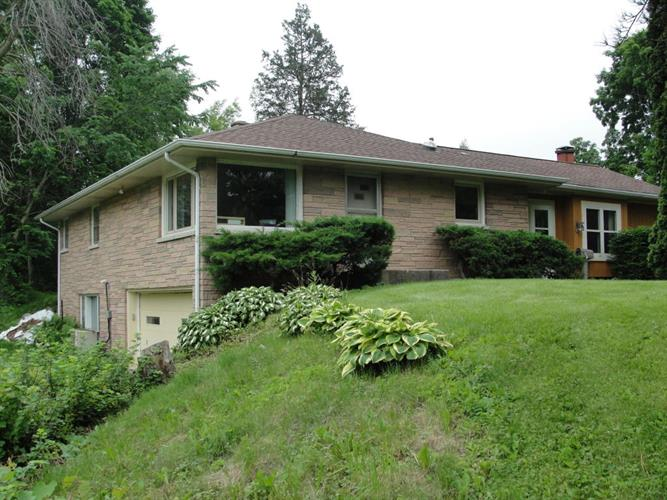 W180S8004 Pioneer Dr, Muskego, WI 53150