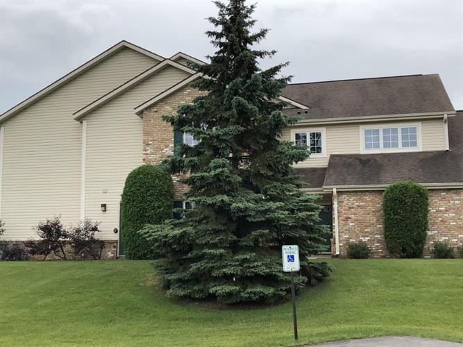 4581 S 124th St, New Berlin, WI 53151